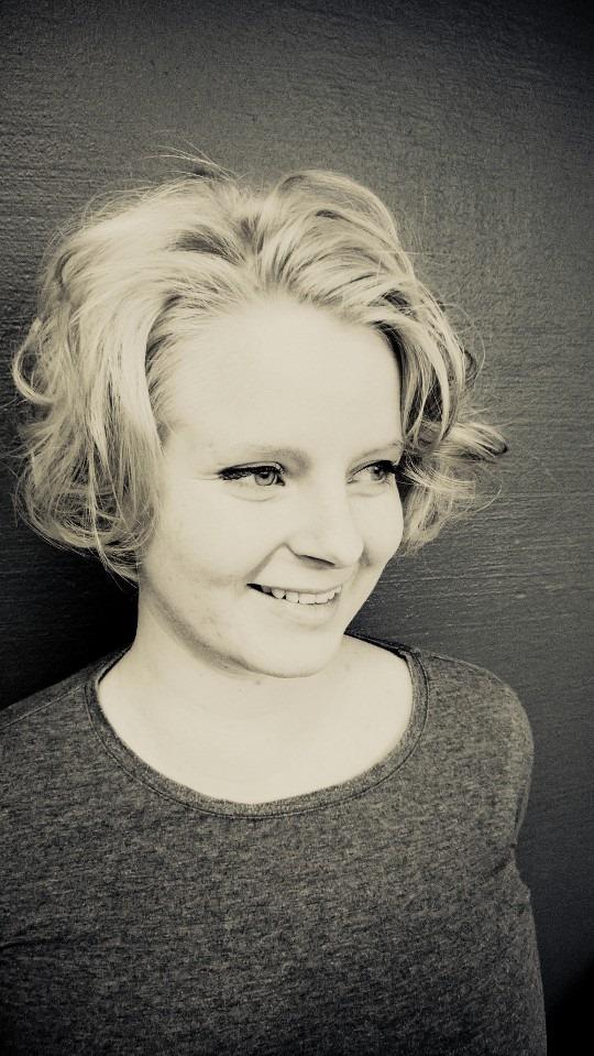 Anna Hiekkataipaleen hengenseikkailut spiritualiteettien basaarissa – Kyyhkynen 1/2012