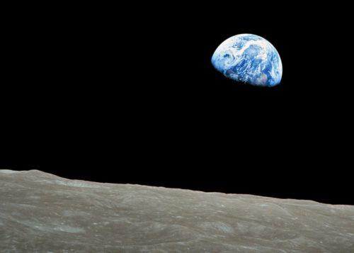 Pienenevän maapallon etiikkaa